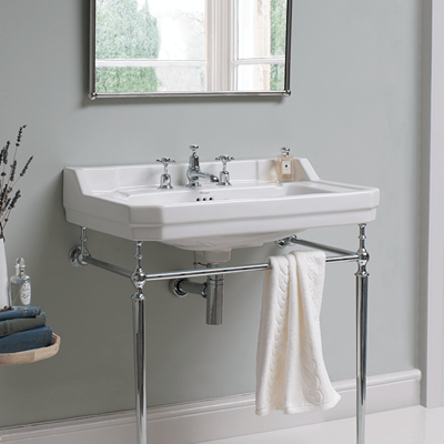 Traditional Bathroom Design | Inspire understated elegance in your periodic bathroom with classic chrome colours