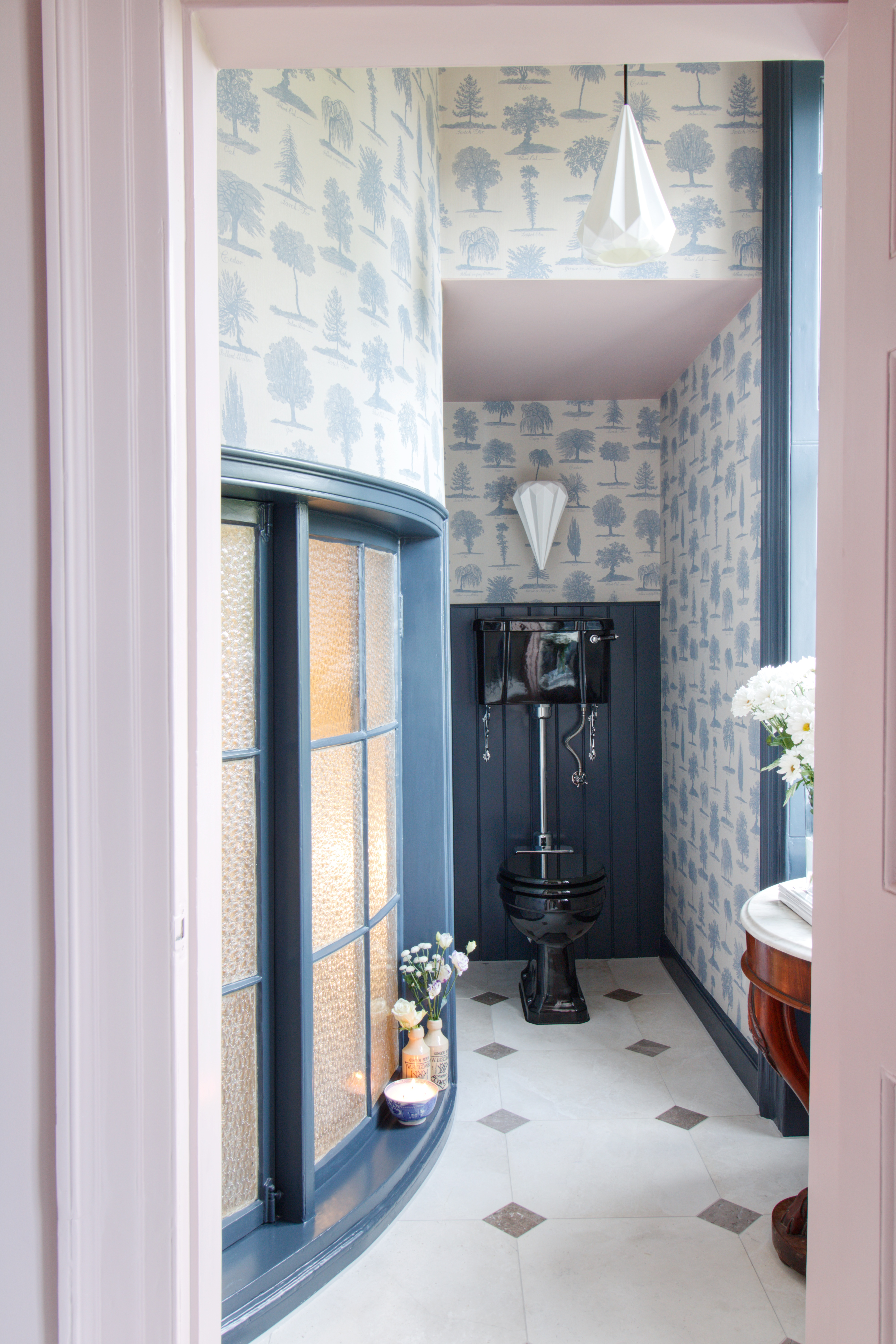 Burlington Bathrooms | @manwithahammer creates a perfect example of traditional bathroom using jet black bathroom scheme